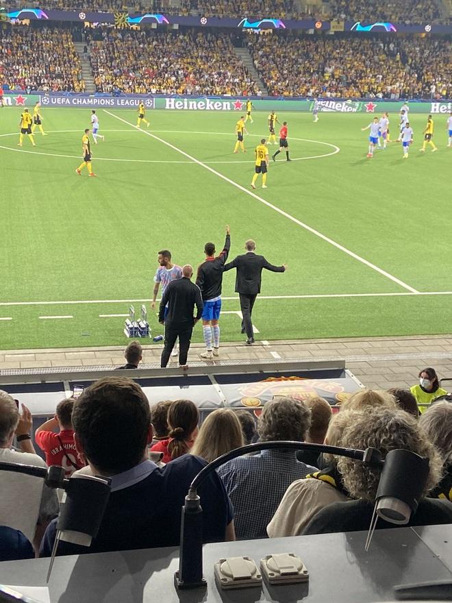 Huyền thoại Man Utd khuyên Ronaldo dừng việc tập làm huấn luyện - 1