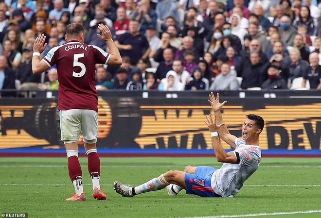 Ghi 4 bàn sau 3 trận cho Man Utd, C.Ronaldo lập thêm kỷ lục mới - 2