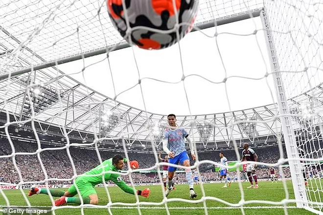C.Ronaldo đá 3 trận bằng cả mùa giải của Alexis Sanchez và Di Maria - 2
