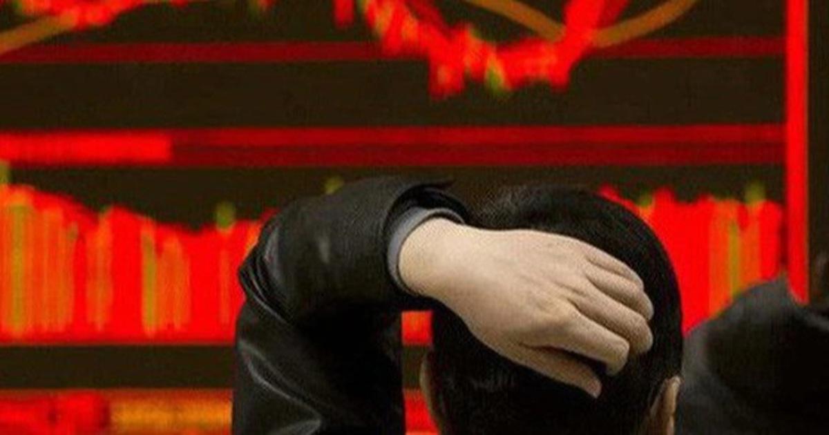 """Cơn bão bán tháo càn quét, rủi ro """"cháy"""" tài khoản vì cổ phiếu """"nóng"""""""