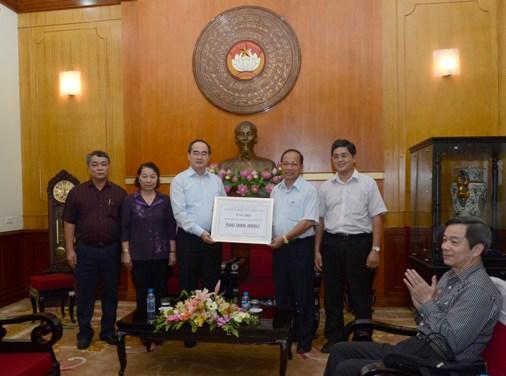 Công đoàn Điện lực Việt Nam ủng hộ đồng bào miền Trung sau bão số 10