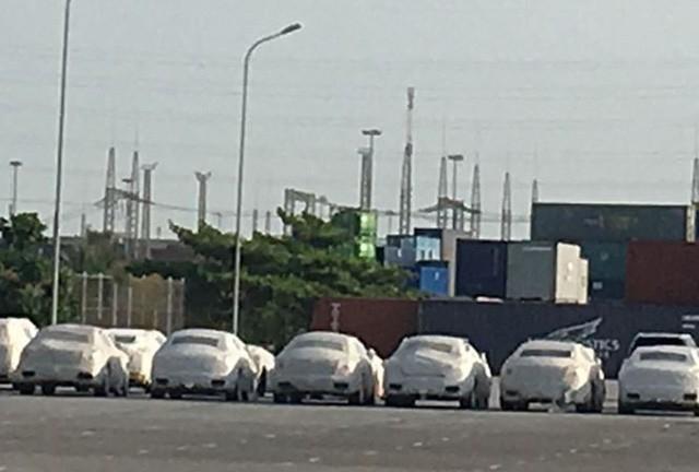 VinFast gia nhập làng xe ô tô; linh kiện Trung Quốc lũ lượt về Việt Nam
