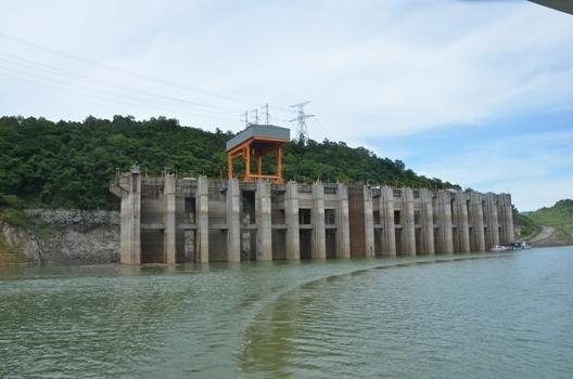 Nước về hồ thủy điện Hòa Bình thấp nhất kể từ khi đi vào vận hành