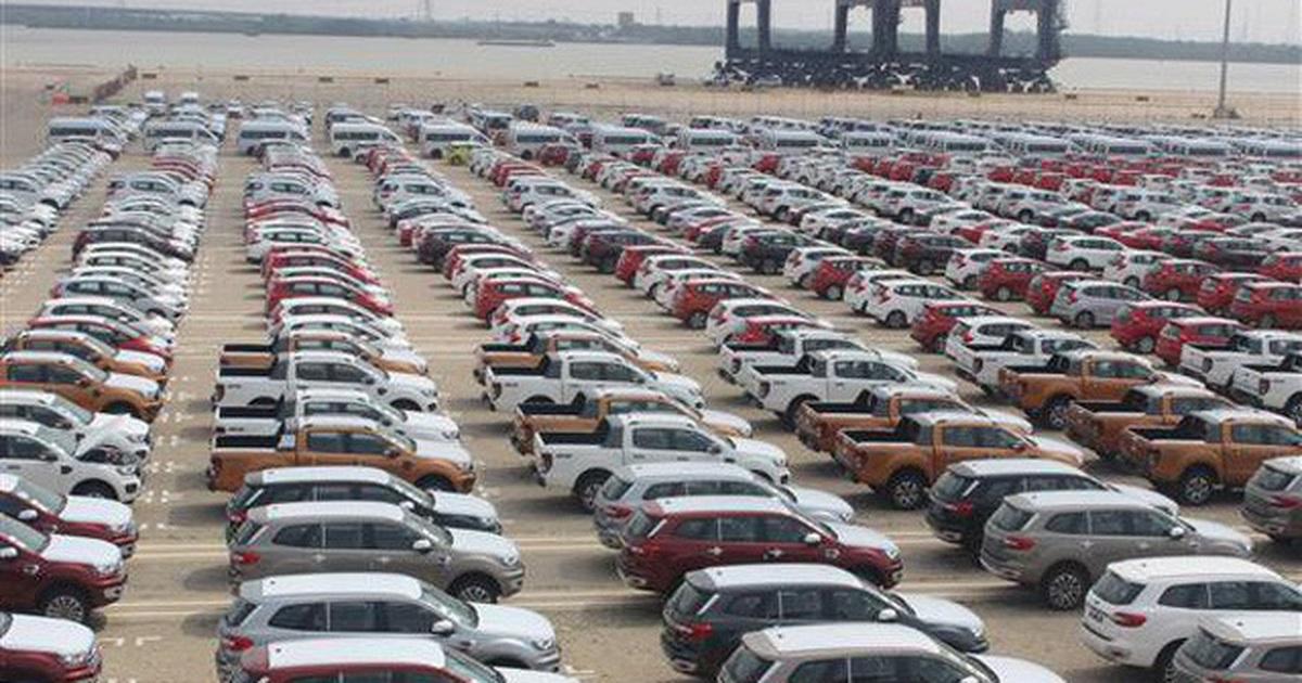 Ô tô nhập tăng sốc: Xe nội - ngoại so găng, người mua cuối năm hưởng lợi?