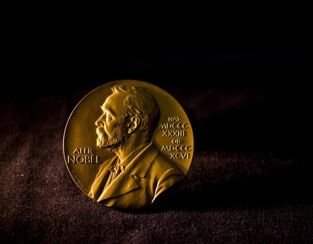 Nữ nhà thơ người Mỹ Louise Glück đoạt giải Nobel Văn học 2020 - 2