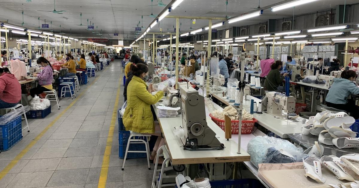 GDP Việt Nam năm 2020 vượt Singapore: Đừng vội mừng?