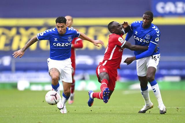 Everton 2-2 Liverpool: Màn rượt đuổi quyết liệt - 8