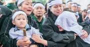 Hoa nào cho vợ những người lính đã ngã xuống khi đi cứu nạn Rào Trăng?