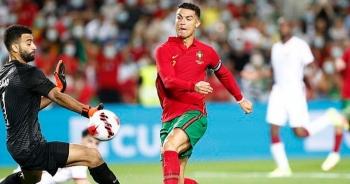 Ronaldo xô đổ hàng loạt kỷ lục sau khi giúp Bồ Đào Nha thắng Qatar