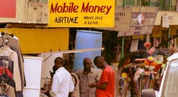 """Mobile Money: """"Thần đèn"""" giúp hàng triệu người châu Phi thoát nghèo"""