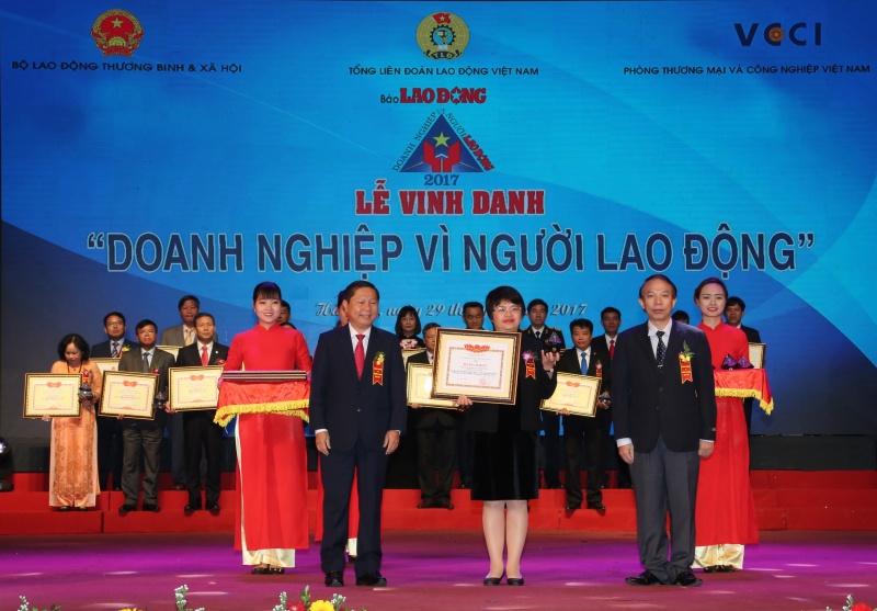 bidv nhan giai thuong doanh nghiep vi nguoi lao dong nam 2017