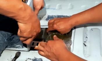 220 banh heroin giau trong khoang bi mat xe oto
