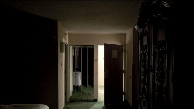 Cái chết bí ẩn của người đàn ông trong khách sạn