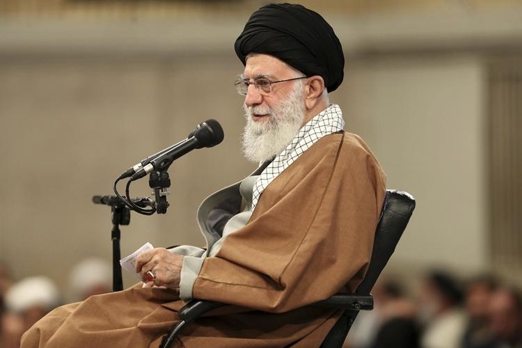 iran bat 8 nguoi nghi lam viec cho cia
