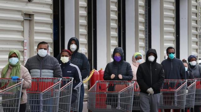 Kinh tế Mỹ có nguy cơ suy thoái sâu trở lại do ca nhiễm Covid-19 tăng sốc - 1
