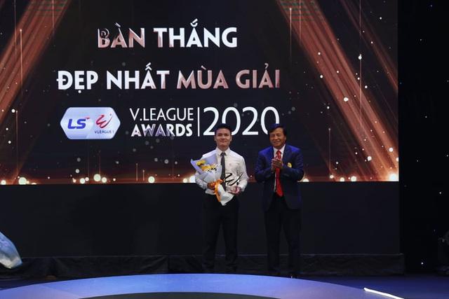 Văn Quyết đoạt giải Cầu thủ xuất sắc nhất V-League 2020 - 3