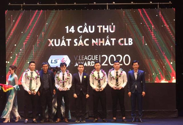 Văn Quyết đoạt giải Cầu thủ xuất sắc nhất V-League 2020 - 2