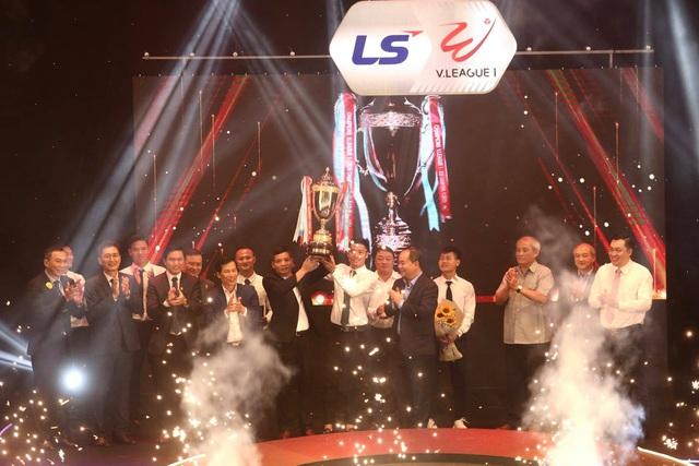 Văn Quyết đoạt giải Cầu thủ xuất sắc nhất V-League 2020 - 4