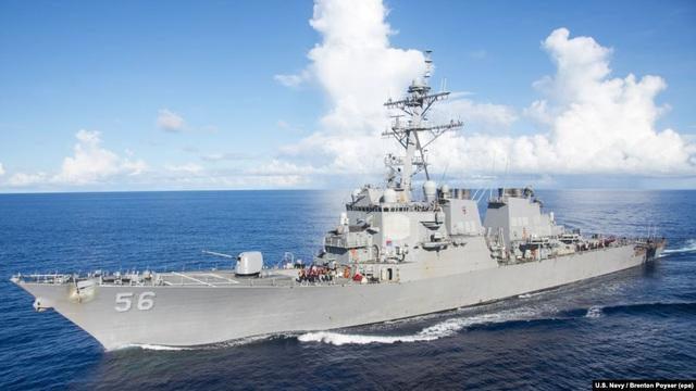 Tàu chiến Nga xua đuổi tàu khu trục Mỹ gần lãnh hải - 1