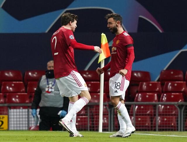 "Man Utd 4-1 Istanbul Basaksehir: Fernandes lập cú đúp, James ""chốt hạ"" - 2"