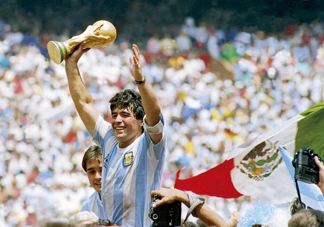 Huyền thoại Maradona qua đời ở tuổi 60 - 3