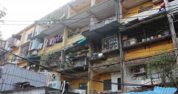 Vì sao người dân sống trong khu tập thể xập xệ không chịu di dời?