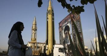 """Lo Mỹ tấn công quân sự, Iran """"án binh bất động""""?"""