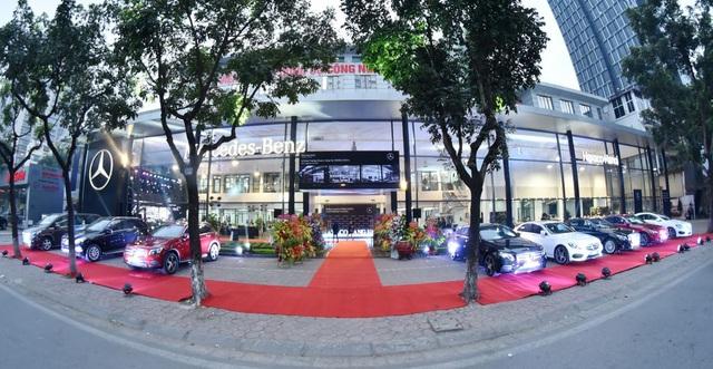 Đại gia buôn Mercedes số 1 Việt Nam chớp thời cơ bán toàn bộ cổ phiếu - 1