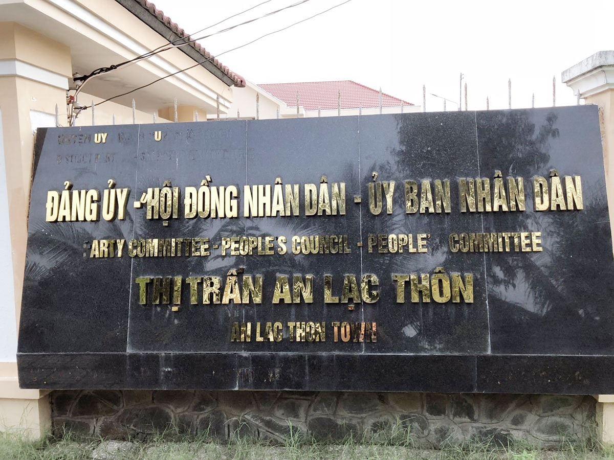 bi thu thi tran bi khai tru dang vi di nuoc ngoai khong phep