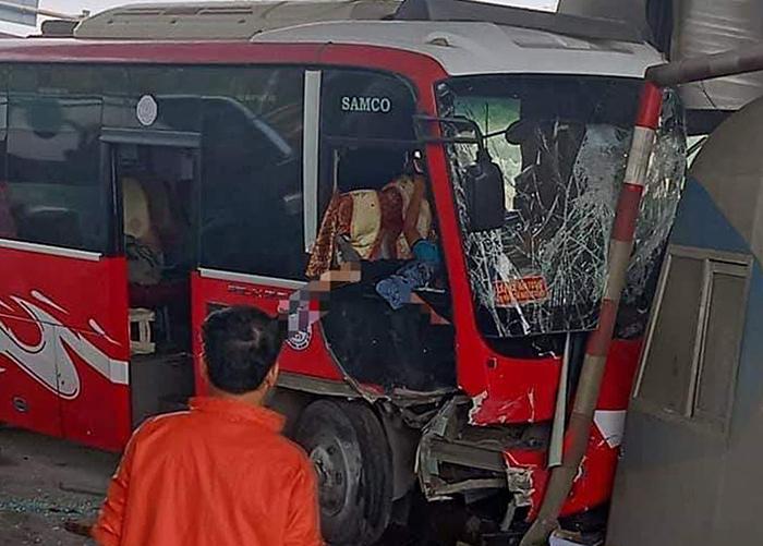 xe khach tong trung tram thu phi
