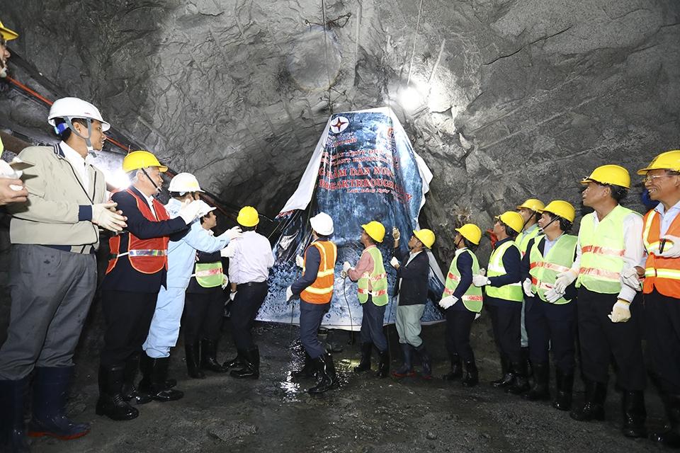 Thông hầm dẫn nước của dự án mở rộng Nhà máy Thủy điện Đa Nhim