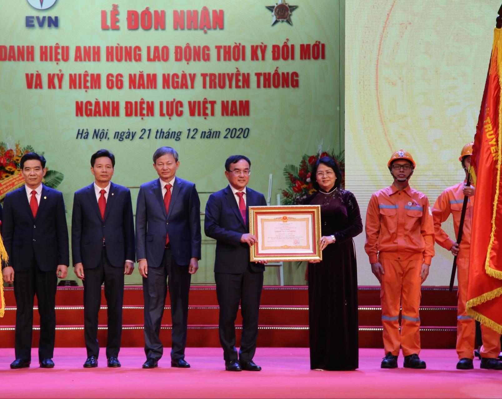 Tập đoàn Điện lực Việt Nam nhận danh hiệu Anh hùng Lao động thời kỳ đổi