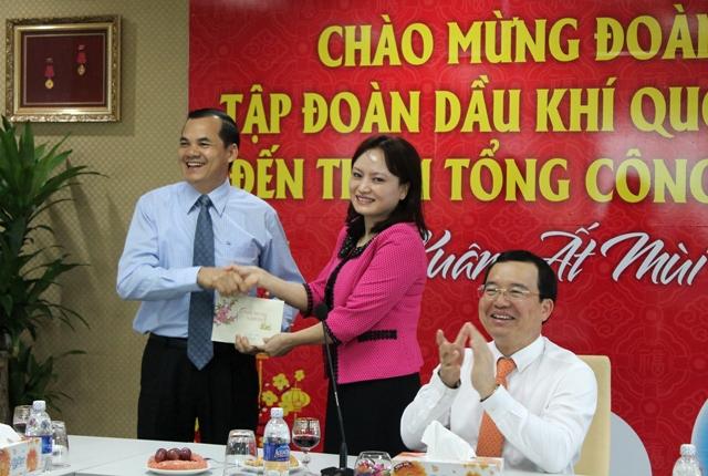 Tân Chủ tịch CĐ DKVN Nghiêm Thùy Lan thăm các công đoàn cơ sở thành viên ở phía Nam