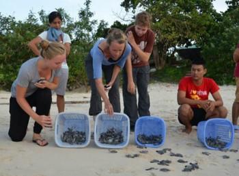 Chi tiền tỉ dạy tiếng Anh cho người dân Côn Đảo
