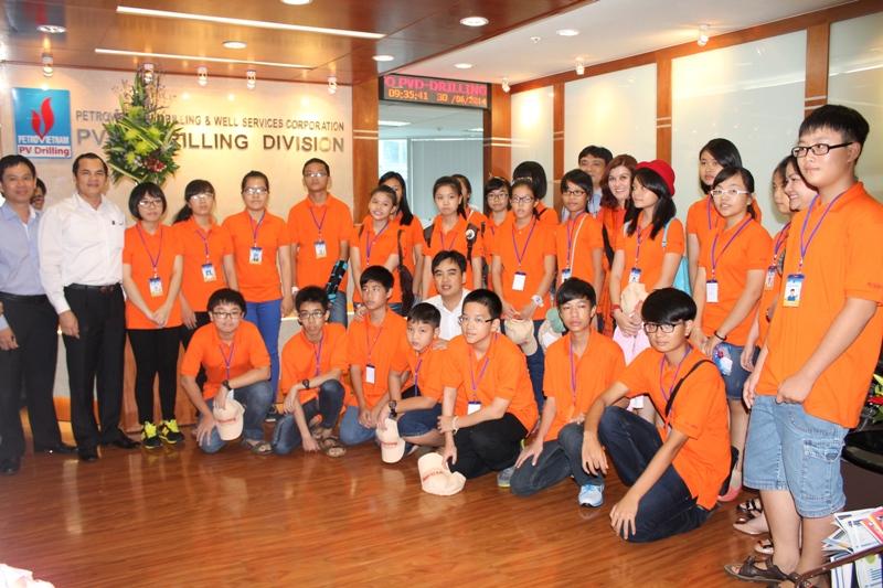 PV Drilling tổ chức trại hè tại Singapore cho học sinh xuất sắc