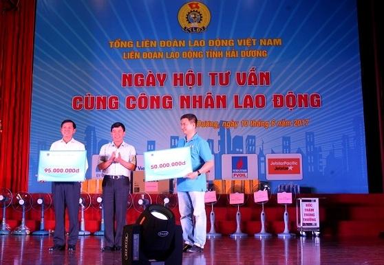 pv oil tang 700 suat qua cho nguoi lao dong tai cac kcn tinh hai duong