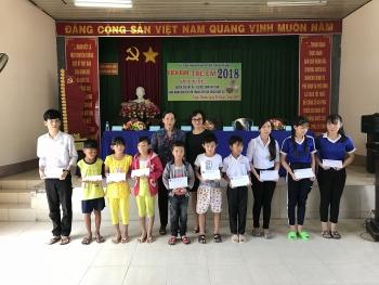 Trao nhiều suất học bổng cho học sinh nghèo hiếu học huyện Châu Thành, tỉnh Hậu Giang