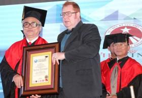 Trao 11 bằng tiến sĩ danh dự của Đại học Kỷ lục gia thế giới