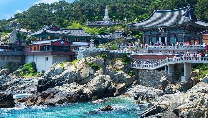 Khám phá ngôi chùa cổ bên bờ biển ở Busan, Hàn Quốc