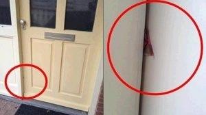 Hãy gọi cảnh sát ngay khi bạn nhìn thấy một mảnh bìa cứng ở giữa cửa!