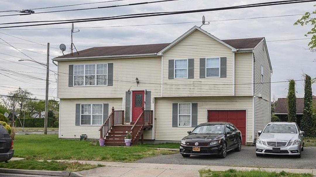 Chuyện lạ: Sống thoải mái trong căn nhà mình không sở hữu suốt 23 năm