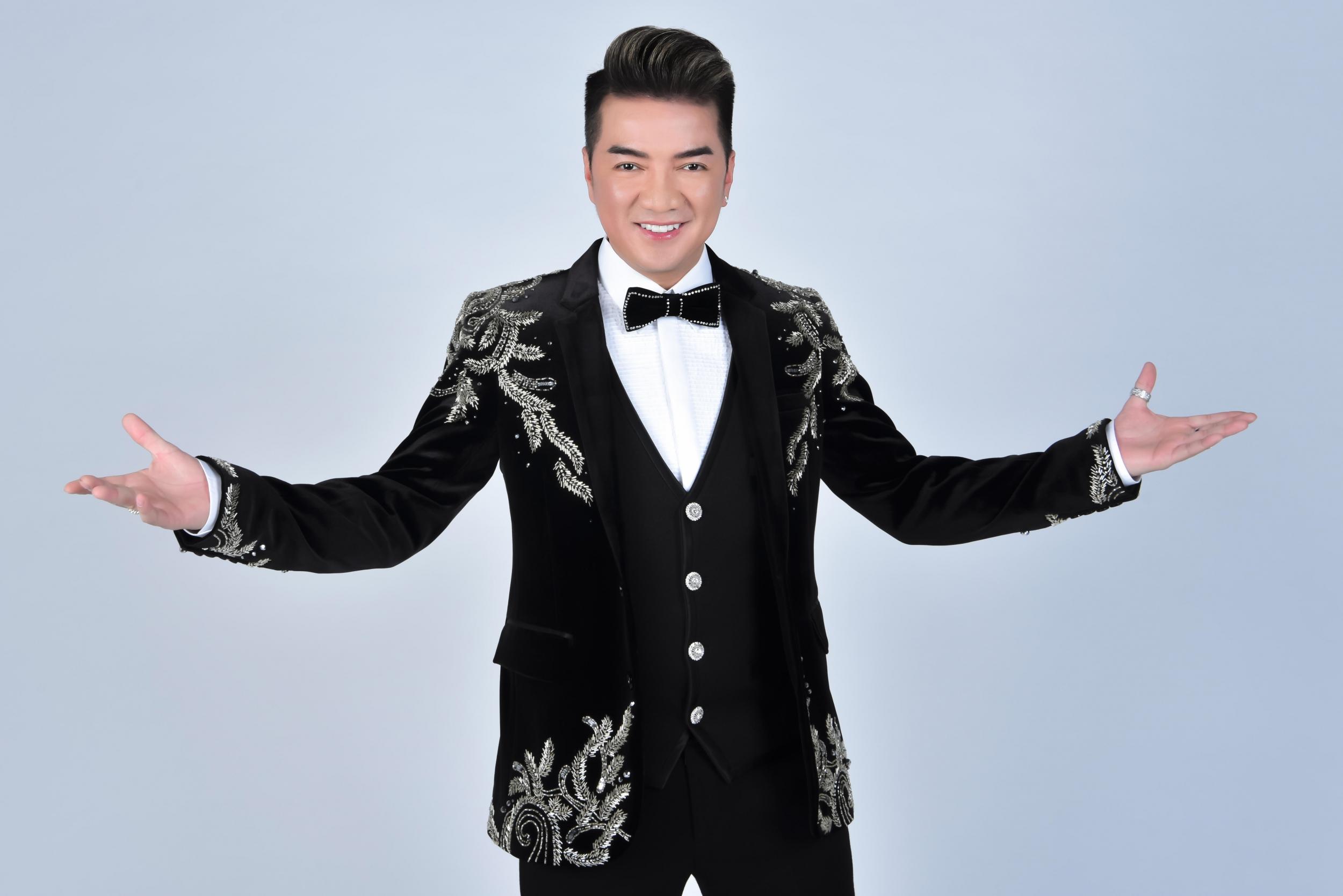 Ca sĩ Đàm Vĩnh Hưng sẽ góp mặt biểu diễn trong Dạ tiệc ngôi sao (Stars by Night Party). Liên hệ để biết thêm thông tin chương trình qua Hotline: 1900 63 6666 hoặc Website: www.novaland.com.vn