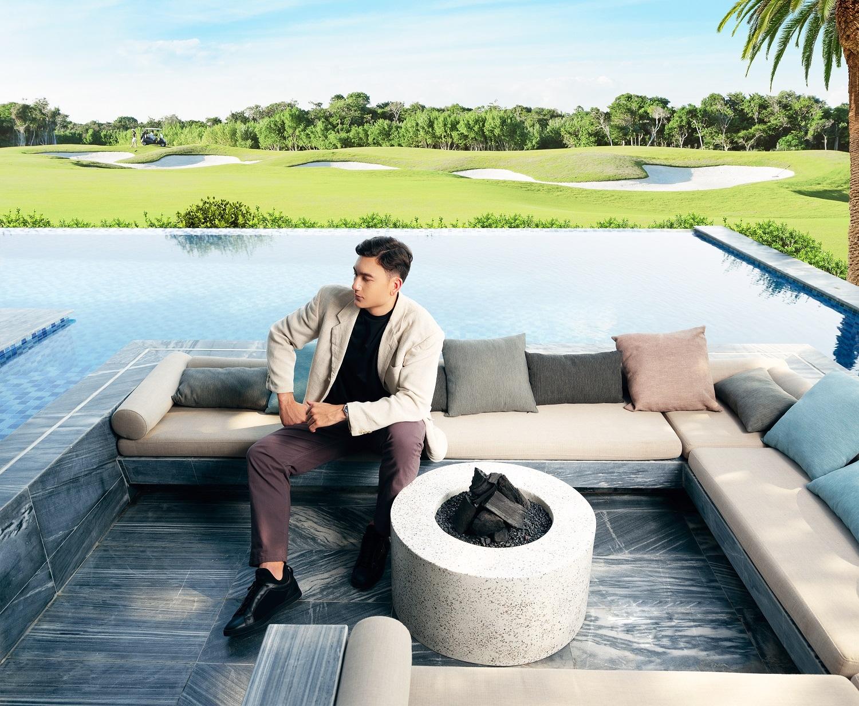 Biệt thự golf là second home lý tưởng để Văn Lâm và gia đình tận hưởng biển xanh, cát trắng, nắng vàng quanh năm của Phan Thiết. Ảnh nhà mẫu PGA Golf Villas – NovaWorld Phan Thiet.