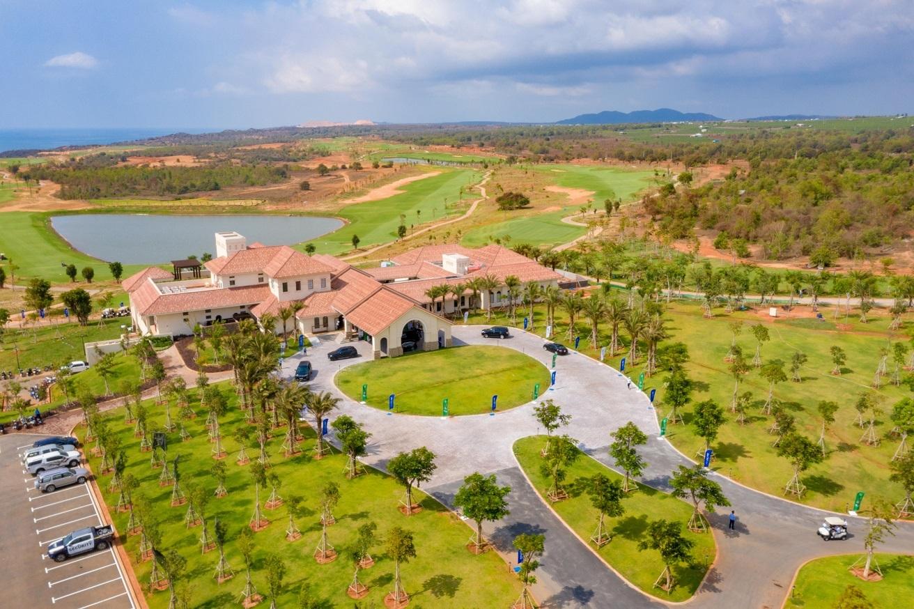 Sân golf PGA Ocean với tầm nhìn toàn cảnh Vịnh Phan Thiet tại NovaWorld Phan Thiet đã vận hành trong tháng 04/2021.
