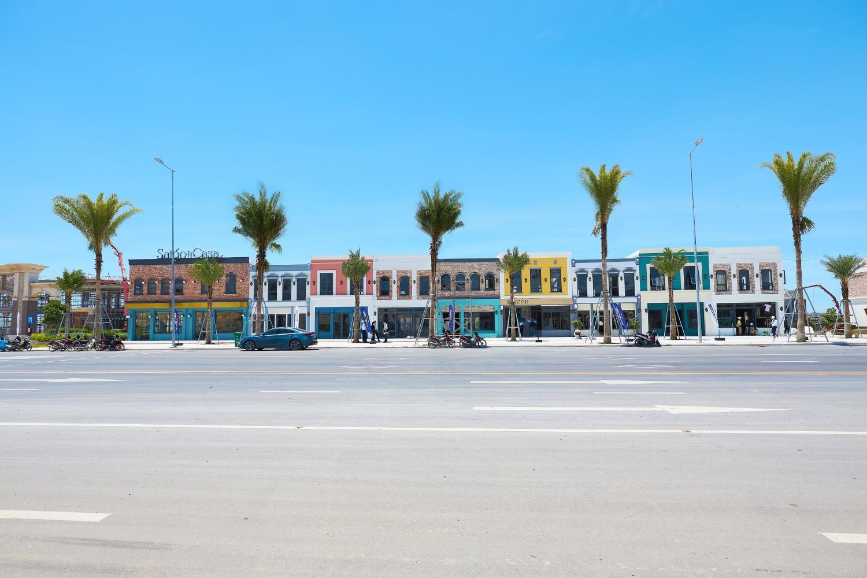 Theo đúng tiến độ đã cam kết với khách hàng, NovaWorld Ho Tram bắt đầu bàn giao dãy shophouse mặt tiền đường ven biển Hồ Tràm, Bà Rịa – Vũng Tàu.