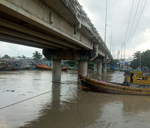 Mưa lũ tại Sông Dinh, thị xã La Gi: Gần 100 tàu bị chìm, hư hỏng, thiệt hại trên 10,3 tỷ đồng