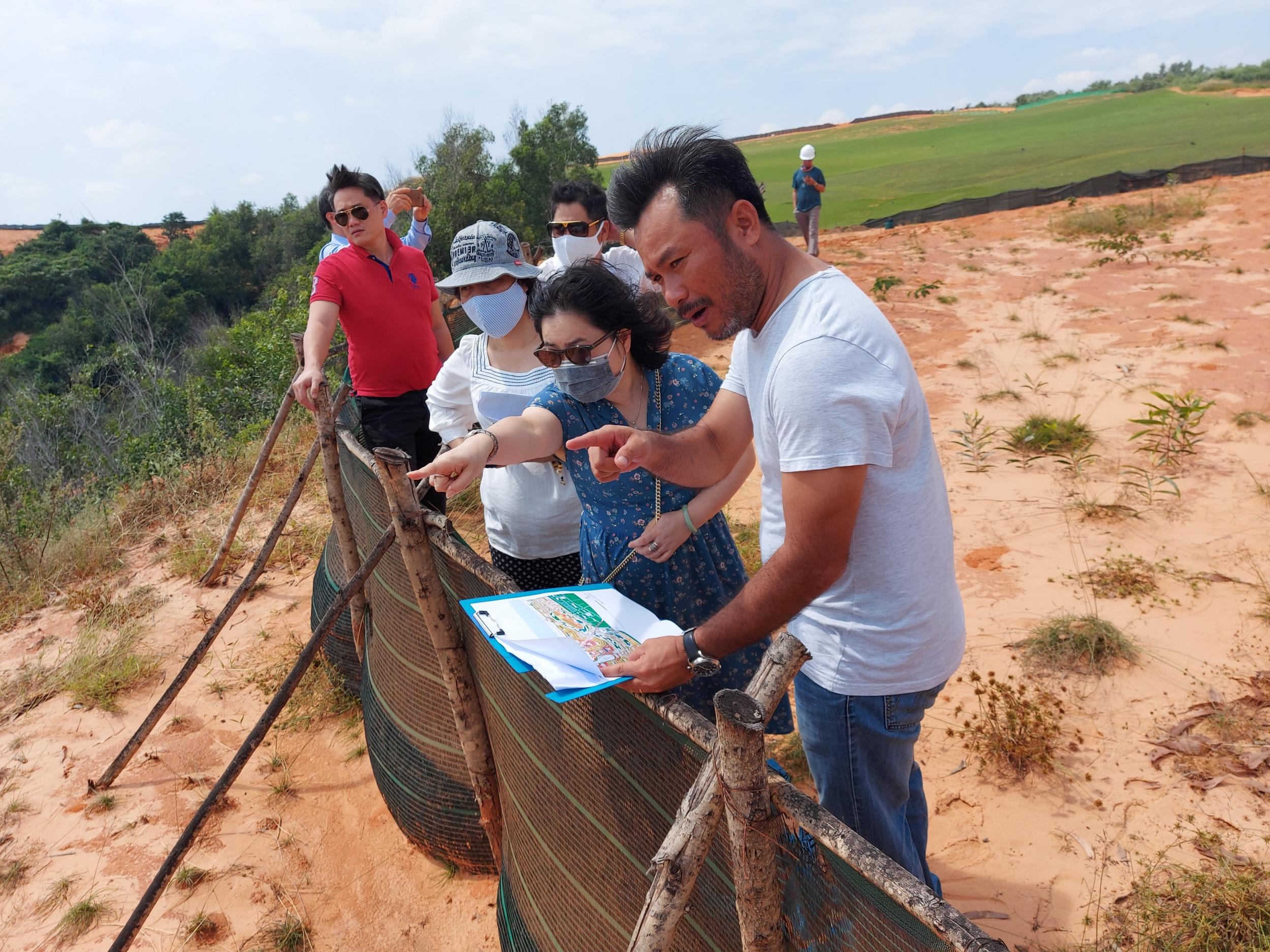 Đại diện Bệnh viện Đại học Y Hà Nội khảo sát Dự án NovaWorld Phan Thiet sau buổi làm việc