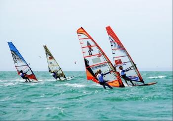 Khởi động giải Lướt ván buồm quốc tế Mũi Né mở rộng 2020