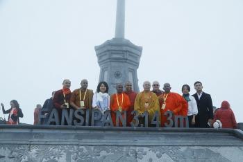 Thiêng liêng khoảnh khắc lễ Phật đản trong lòng đại tượng Phật cao nhất Việt Nam