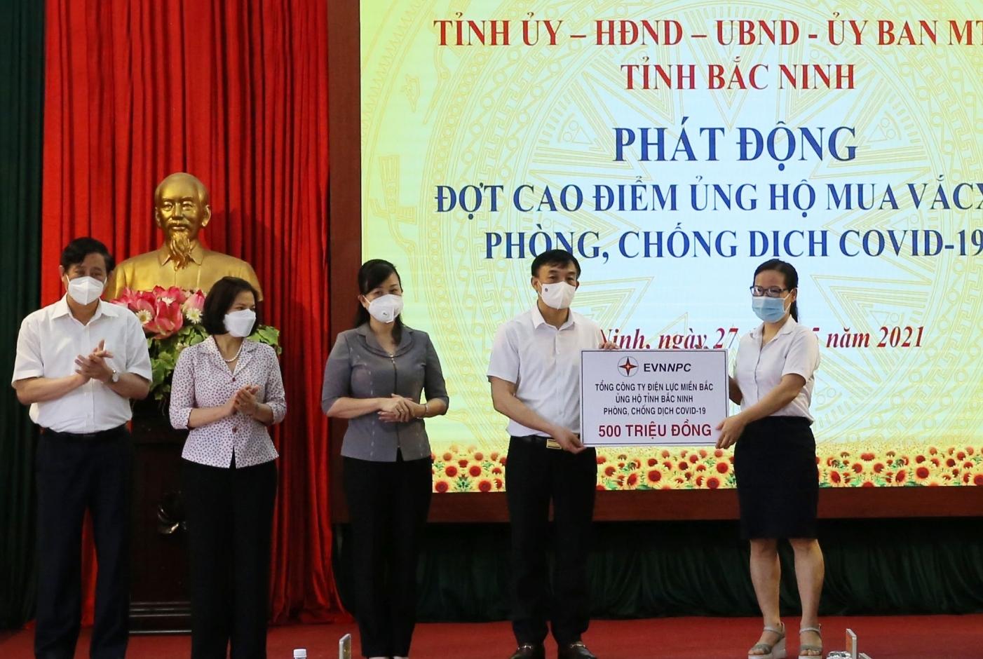EVNNPC ủng hộ 1 tỷ đồng chung tay cùng Bắc Giang, Bắc Ninh phòng chống dịch Covid-19